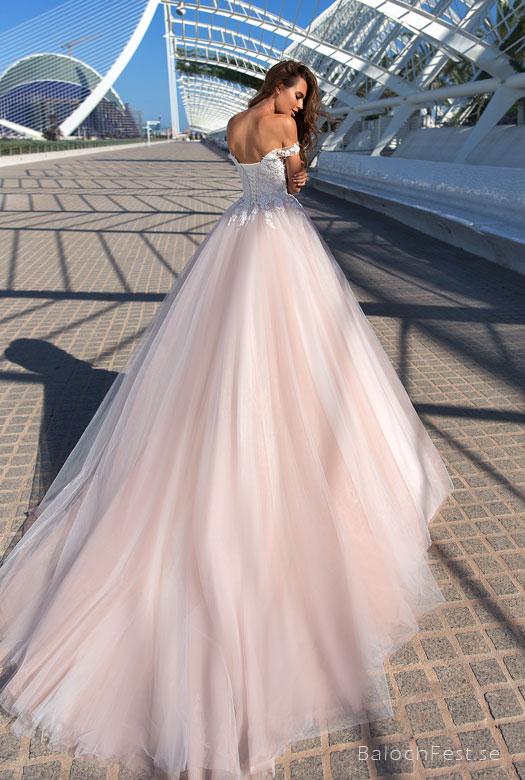 8551699b7a53 ... Nya Designer brudklänningar finns nu att beställa i webshopen  BalochFest.se. KLÄNNINGARNA FINNS ATT BESTÄLLA. HÄR. Gilla ...