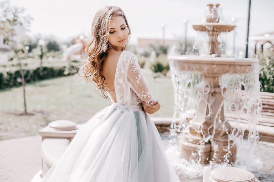 Brudklänningar i alla möjliga modeller hittar ni hos oss. Tveka inte att höra av er om ni inte hittar det ni söker.  Har ni önskemål om att sy upp en klänning som inte finns på sidan?